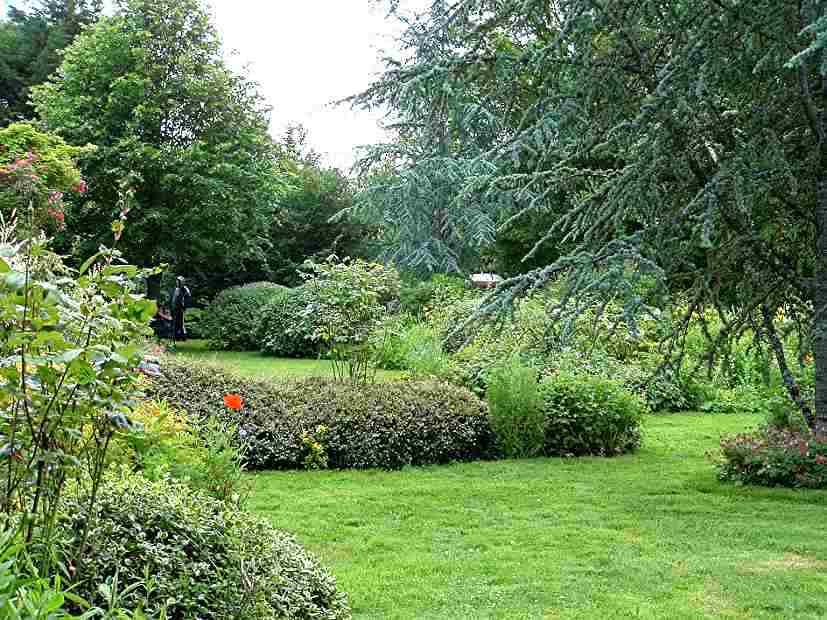 Le jardin priv de masbrouck for Le jardin en juin