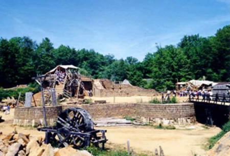 Guédelon juin 2004 - Le treuil à tambour