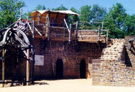 Guédelon juin 2004 - La Tour de la Chapelle