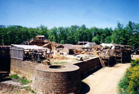 Guédelon juin 2004 - La Tour d'angle